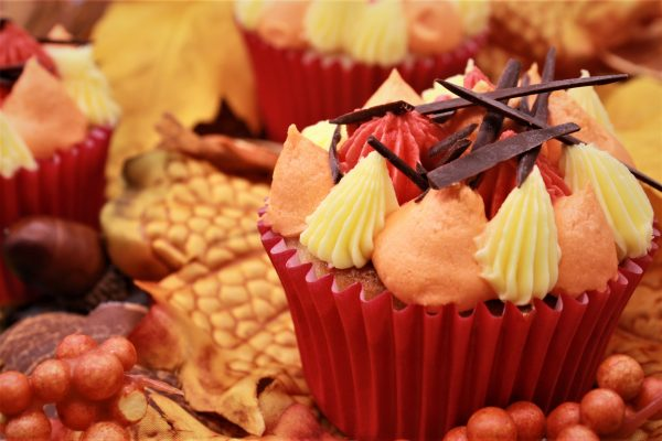 bonfire cupcake with leave and berries